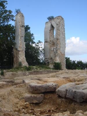 Vestiges de la tour sud-est du château de Boves (Somme, cl. 2008)